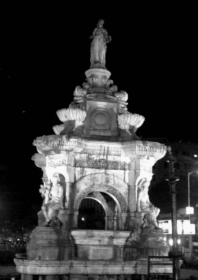 fountain-by-night