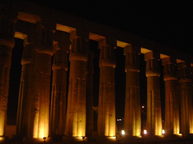 temple-of-luxor-night