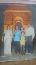 2010-India Gate -Mummy (Nirja Bhatt) , Shailu-ji -SKR ji, Divya, Mayank